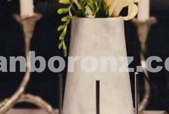 گلدان پایه میخی با سنگ سفید